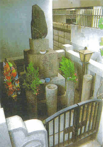 史蹟近松門左衛門の墓(大阪市谷町)